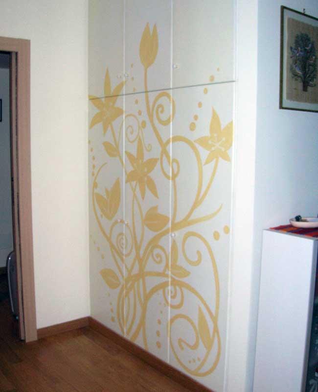 Casa moderna roma italy decorazioni armadi - Decorazioni in legno per mobili ...