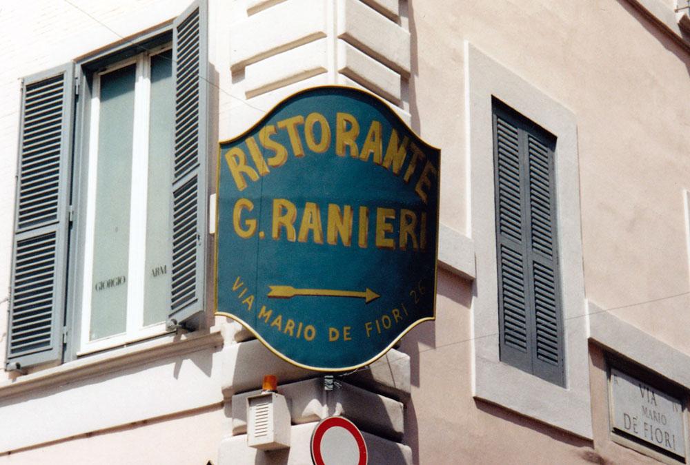 Preferenza Decorazione negozi a Roma, murales su serrande, graffiti serranda  GD76